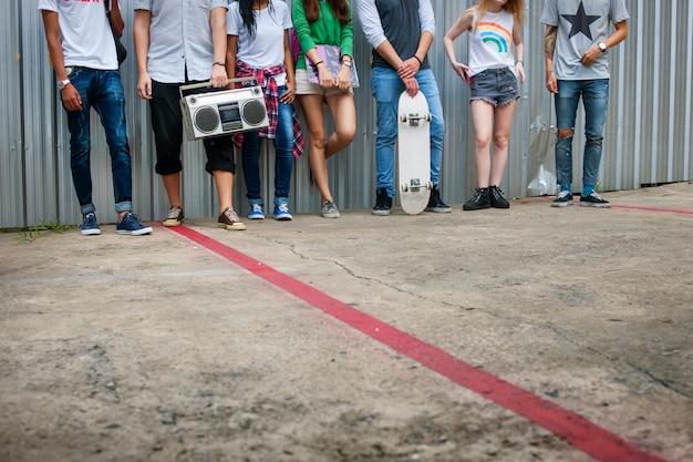 Conceito de amigos de adolescente de hipster de amigos