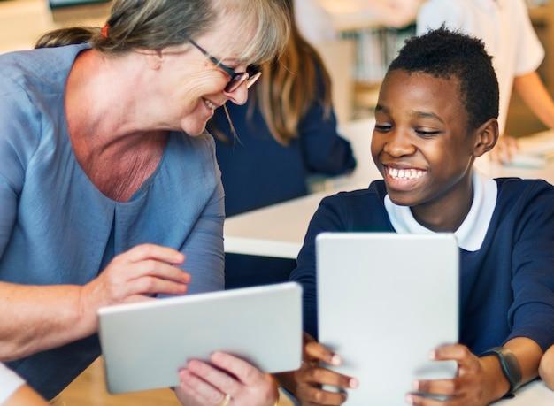 Conceito de aprendizagem de professores ensinando alunos