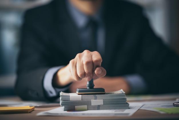 Conceito de aprovação e certificado comercial, autorização de documento e certificado