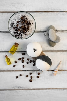 Conceito de aromaterapia e spa. sal spa com aroma de café perto de sabão