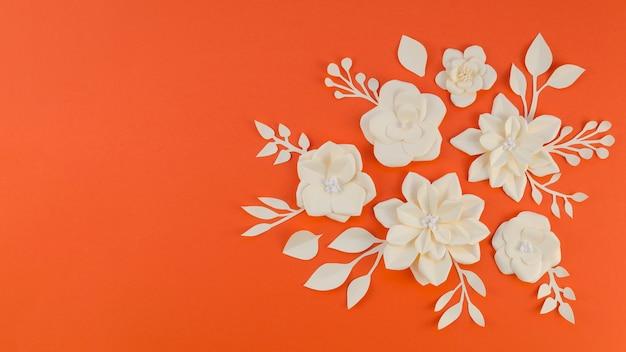 Conceito de arte com flores de papel e cópia-espaço