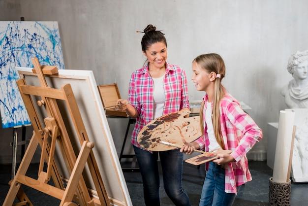 Conceito de artista com mãe e filha