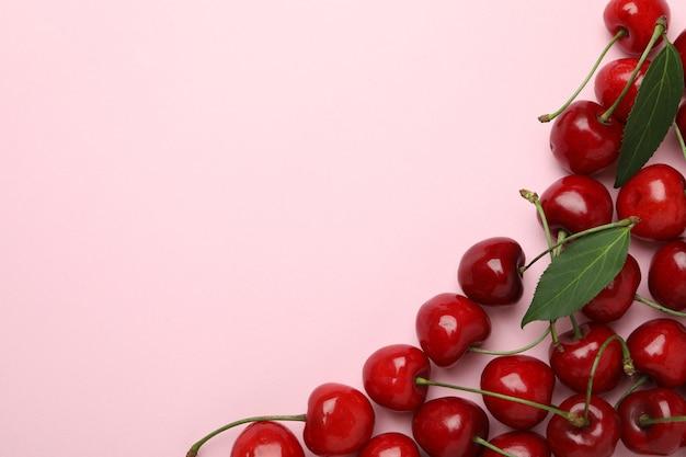 Conceito de baga doce com cereja vermelha