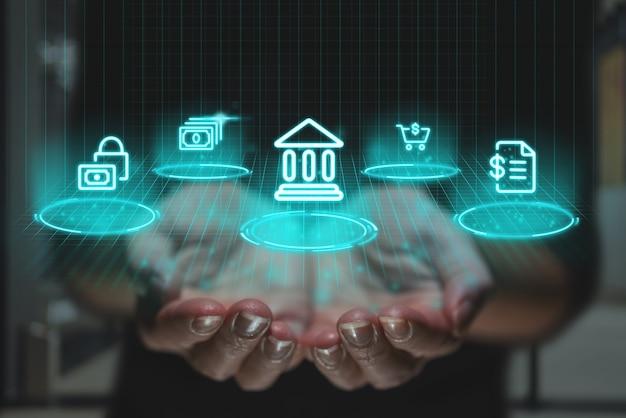 Conceito de banco on-line com design futurista e gráficos sobre as mãos. ícones financeiros como projeção da imagem.