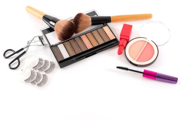 Conceito de beleza: produtos cosméticos para maquiagem