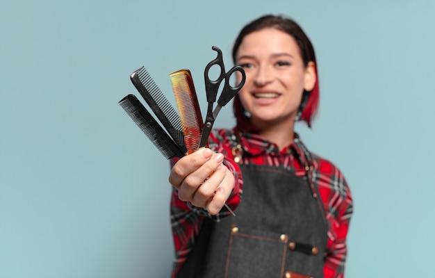 Conceito de cabeleireiro mulher bonita de cabelo ruivo