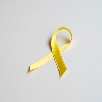 Conceito de câncer de fita dourada de alto ângulo