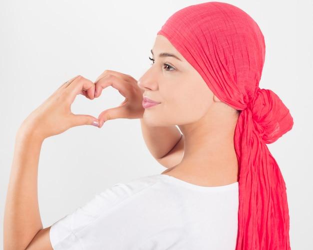 Conceito de câncer de saúde, medicina e mama - mulher com fita rosa de câncer