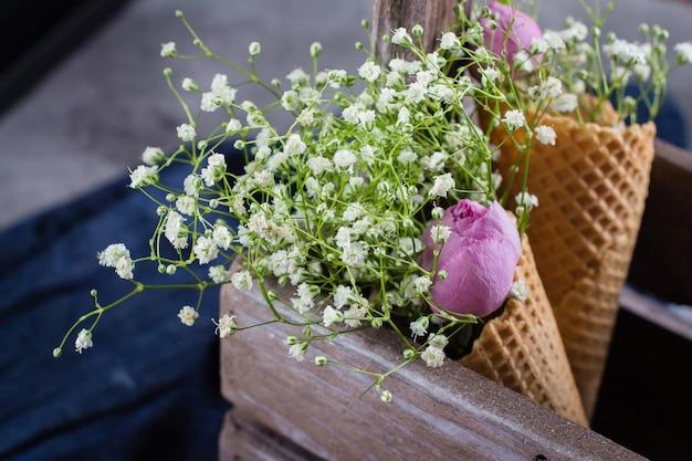 Conceito de cartão de flores de primavera