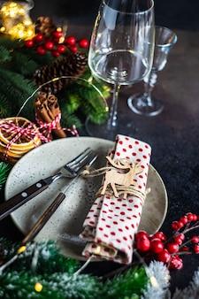 Conceito de cartão de natal com configuração de mesa festiva