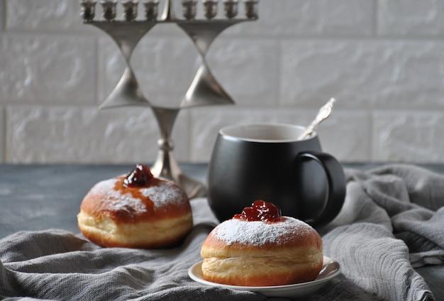 Conceito de celebração de hannukah. rosquinhas saborosas