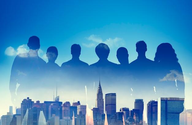 Conceito de cena urbana da equipe de apoio da parceria de pessoas de negócios