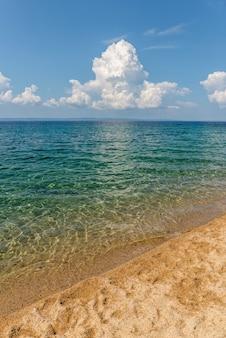 Conceito de céu de areia do mar e conceito de natureza