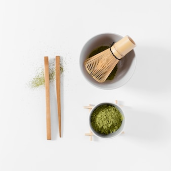 Conceito de chá matcha vista superior em cima da mesa