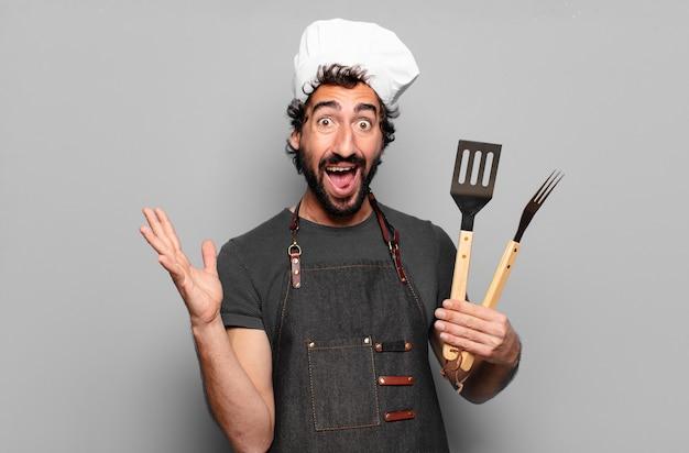 Conceito de chef churrasco jovem barbudo