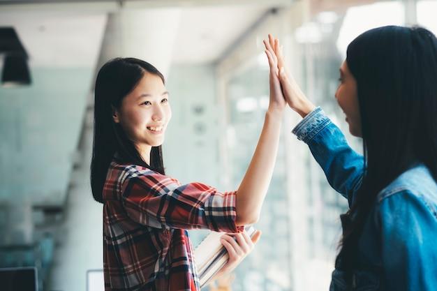 Conceito de colaboração de união de trabalho em equipe