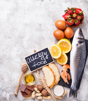 Conceito de comida de alergia. vários produtos alérgicos