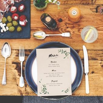 Conceito de comida de configuração de mesa de jantar