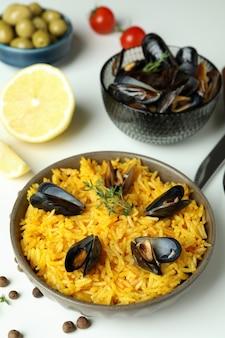 Conceito de comida deliciosa com paella espanhola