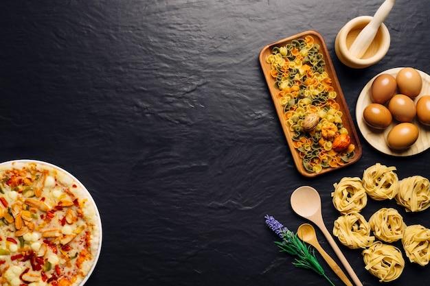 Conceito de comida italiana com espaço no meio