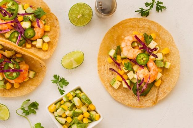Conceito de comida mexicana com taco acima vista