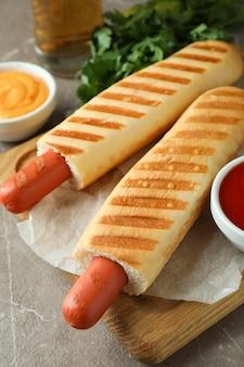 Conceito de comida saborosa com cachorro-quente francês