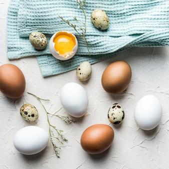Conceito de comida saudável com ovos de codorna