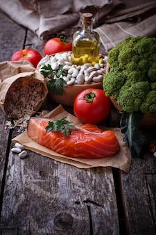 Conceito de comida saudável para o coração. foco seletivo