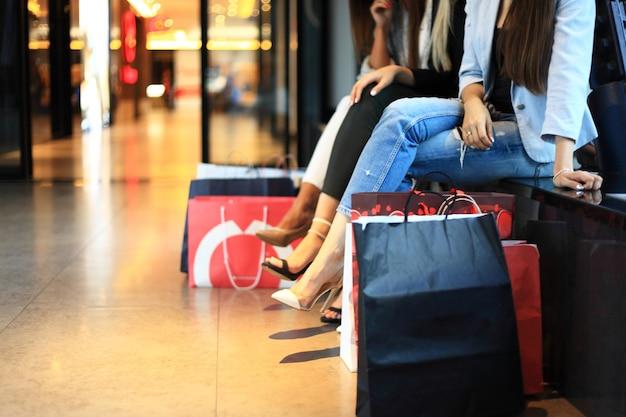 Conceito de compras de grupo de pessoas