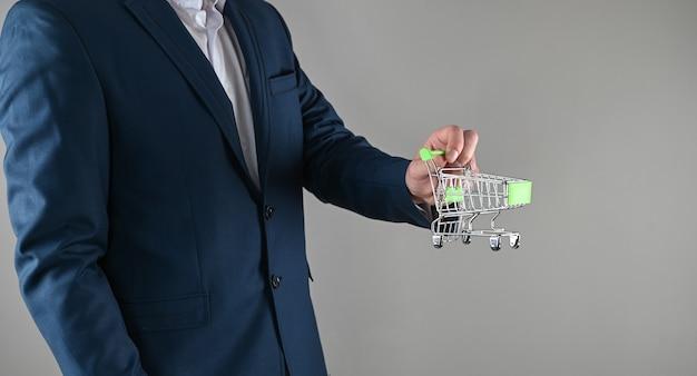 Conceito de compras de negócios, terno de negócios e aquisições