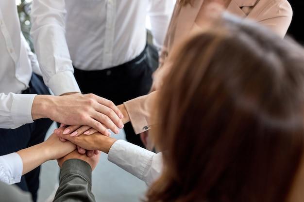 Conceito de conexão da comunidade do trabalho em equipe da equipe. top view business team