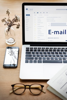 Conceito de conexão de comunicação de mensagem online