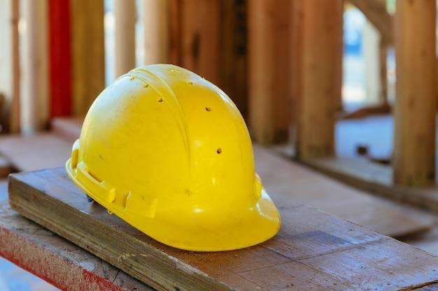 Conceito de construção de segurança. segurança em primeiro lugar, construção, trabalho capacete de segurança.