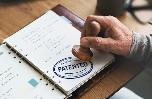 Conceito de copyright do produto com licença de identidade de marca patenteada
