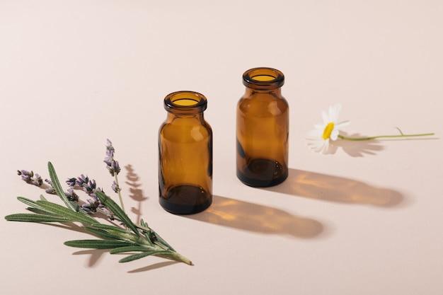 Conceito de cosméticos naturais e ervas curativas, foco seletivo