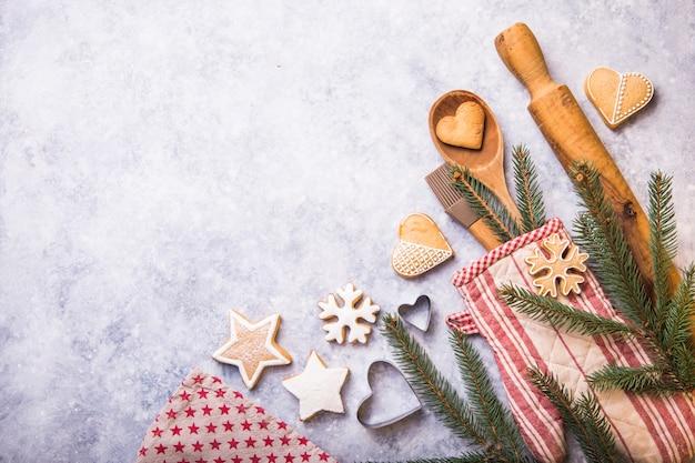Conceito de cozimento de inverno natal, ingredientes para fazer biscoitos, assar, tortas