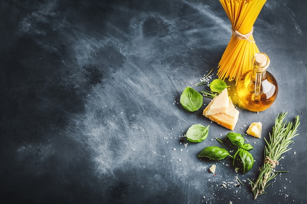 Conceito de cozinha com ingredientes para cozinhar