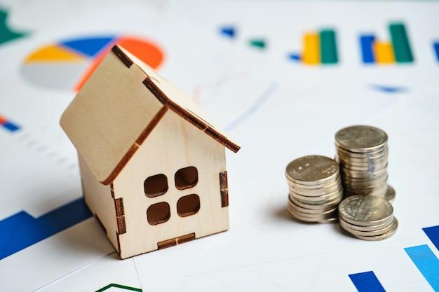 Conceito de crescimento da demanda de imóveis residenciais com gráficos e dinheiro