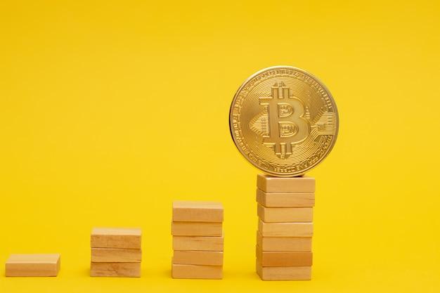 Conceito de crescimento financeiro com bitcoins dourados