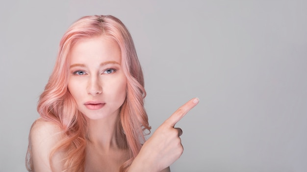 Conceito de cuidados com a pele com mulher bonita