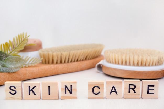 Conceito de cuidados com a pele. cuidados com a pele em casa. acessórios naturais para tratamentos de spa. inscrição de cuidados com a pele