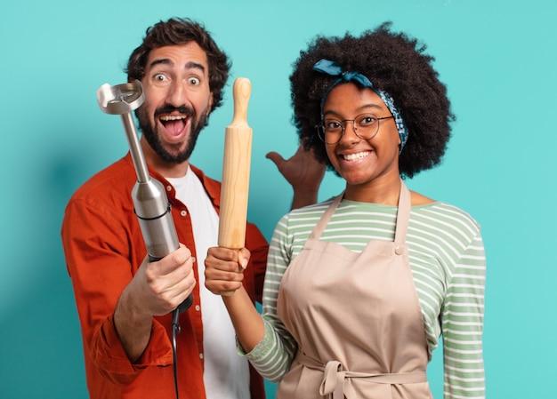 Conceito de culinária jovem casal bonito