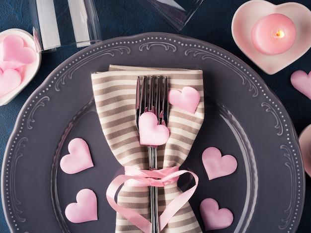 Conceito de data romântica de dia dos namorados com velas