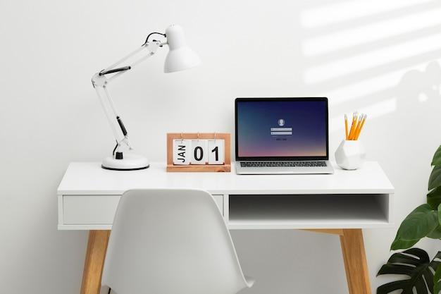 Conceito de definição de metas com laptop
