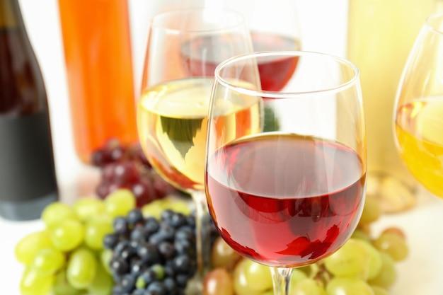 Conceito de degustação de vinhos diferentes, close up e foco seletivo
