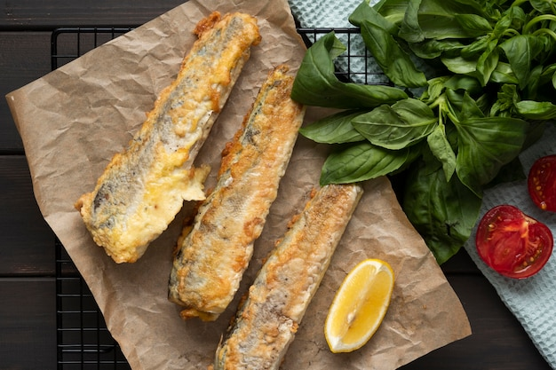 Conceito de delicioso peixe com batatas fritas