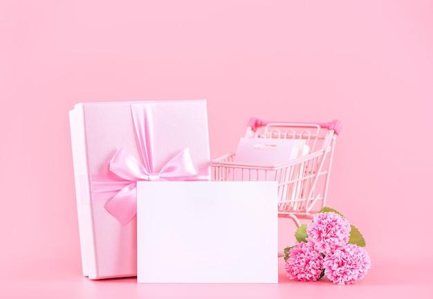 Conceito de design do presente de feriado do dia das mães com cravo rosa.