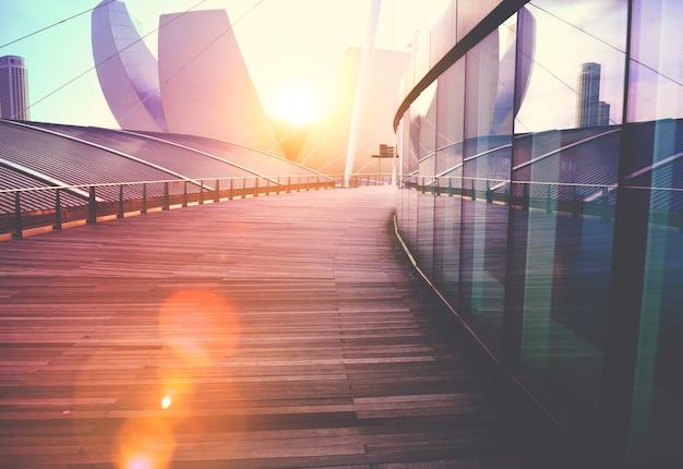 Conceito de design exterior de arranha-céus de edifício contemporâneo