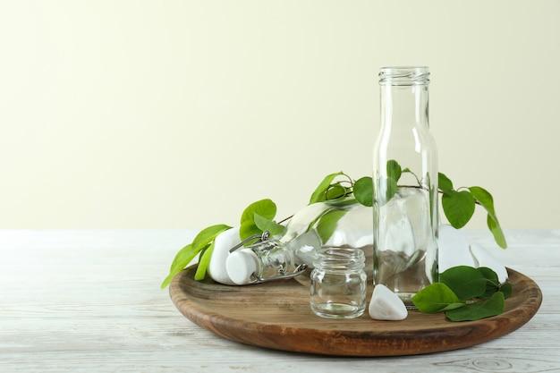Conceito de desperdício zero ecológico na mesa de madeira branca