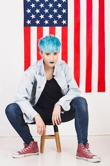 Conceito de dia da independência dos EUA com mulher punk